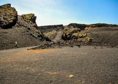 hier geht es hinab zum Kraterboden